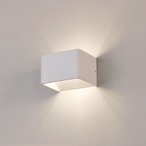 Elegante LED Wandleuchte ICON 100 x 80